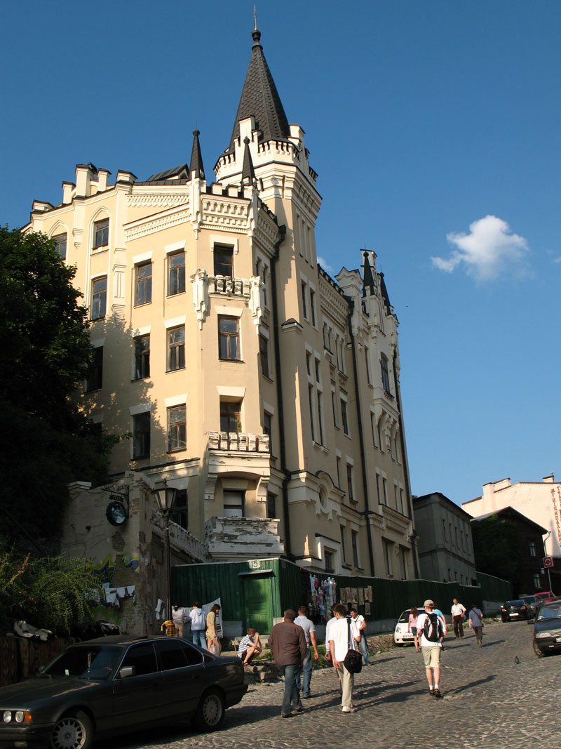 http://toursdekiev.com.ua/files/Building_Zamok_Ri4arda.jpg