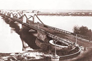 Chain Bridge, which was on the place of today's Metro Bridge till 1943 (blown up)