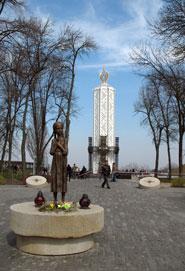 Монумент жертвам Голодомора в Украине