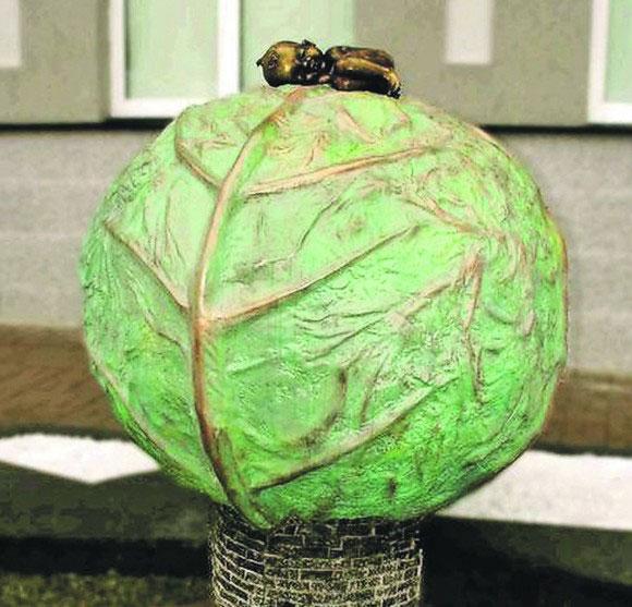 Скульптура у вигляді великого качану